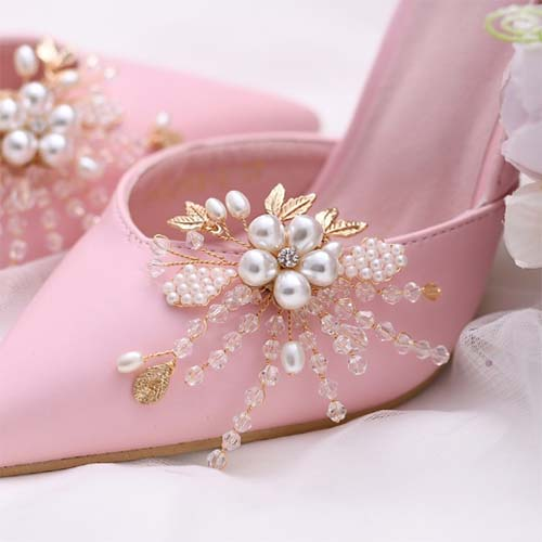 beautiful shoes flower for the bridal wedding shoe